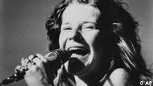 This is a 1969 photo of rock singer Janis Joplin. Sie war die Göttin der Hippie-Bewegung und gilt noch heute als die beste weiße Blues-Sängerin der Welt. Janis Joplin feierte 1969 in Woodstock ihren größten Erfolg - im Jahr darauf starb sie an einer Überdosis Heroin.