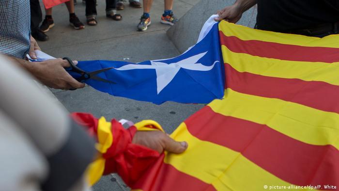 Spanien Demonstration gegen Unabhängigkeit Kataloniens in Madrid (picture-alliance/dpa/P. White)