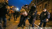 October 7, 2017 - Saint Petersburg, Russia - Russian police officers detain a supporter of opposition leader Alexei Navalny during an unauthorized rally in Saint Petersburg on October 7, 2017. Several thousand supporters of jailed opposition leader Alexei Navalny rallied across Russia on President Vladimir Putin s birthday on October 7, 2017, as police arrested more than 100 people. Saint Petersburg Russia PUBLICATIONxINxGERxSUIxAUTxONLY - ZUMAn230 20171007_zaa_n230_389 Copyright: xValyaxEgorshinx