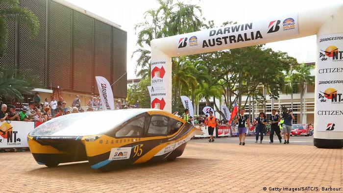 Australien Start Rennen Solar-Fahrzeuge durch die Wüste (Getty Images/SATC/S. Barbour)