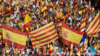 Manifestação teve bandeiras de Catalunha, Espanha e da União Europeia