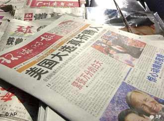 Chinese newspapers covering US presidential election, Shanghai, China