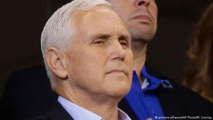 USA Mike Pence beim Spiel der der San Francisco 49ers in Indianapolis (picture-alliance/AP Photo/M. Conroy)