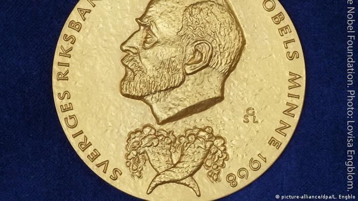 Медаль лавреата Нобелівської премії у галузі економіки