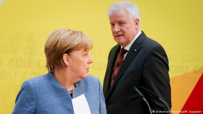 Negociaciones y exploraciones: Merkel (izq.) y Seehofer, de la CSU de Baviera