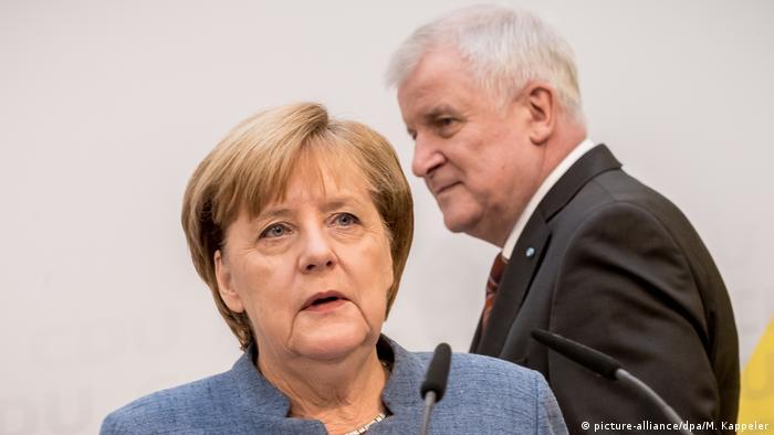 Berlin PK Merkel Seehofer Union einigt sich auf Kompromiss im Flüchtlingsstreit (picture-alliance/dpa/M. Kappeler)