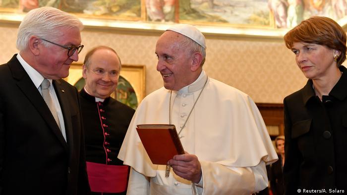 البابا يلتقي شتاينماير ويحث ألمانيا على الاهتمام باللاجئين