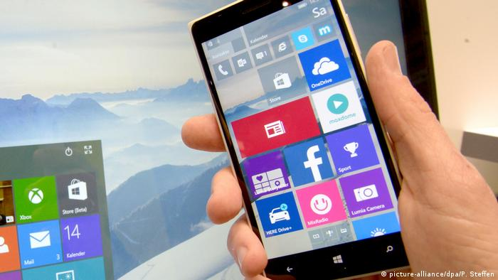 Smartphone Windows 10 Mobile (picture-alliance/dpa/P. Steffen)