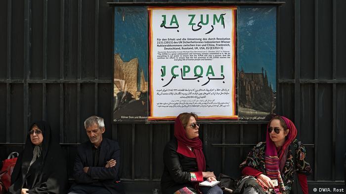 Campaña a favor del acuerdo nuclear afuera de la embajada alemana en Teherán
