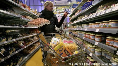 Symbolbild Konsum, Einkaufen, Löhne, Kaufkraft (picture-alliance/dpa/U. Baumgarten)