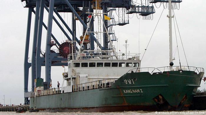 Nordkoreanisches Frachtschiff im Hafen von Rangun