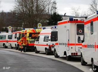 Машины скорой помощи перед школой в Виннендене