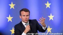 Frankreichs Staatspräsident Emmanuel Macron spricht am 10.10.2017 in Frankfurt am Main (Hessen) an der Johann Wolfgang Goethe-Universität. Das Thema der Festveranstaltung lautet Debatte über die Zukunft Europas. Macron wird anschließend die Frankfurter Buchmesse eröffnen, deren Gastland in diesem Jahr Frankreich ist. Foto: Frank Rumpenhorst/dpa | Verwendung weltweit