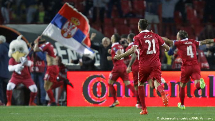 Serbien für Fußball-WM qualifiziert (picture-alliance/dpa/AP/D. Vojinovic)