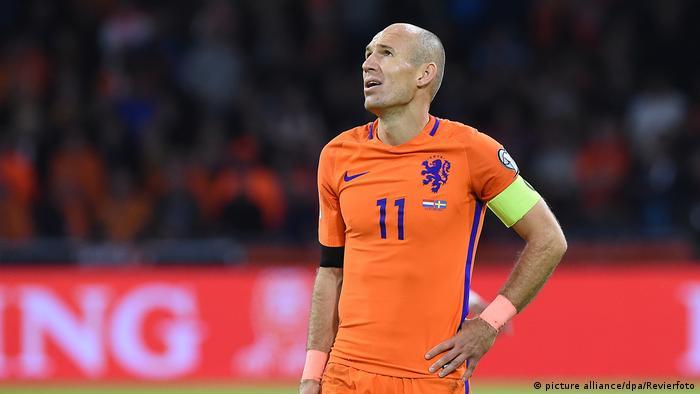 Niederlande - Schweden | Robben enttäuscht (picture alliance/dpa/Revierfoto)