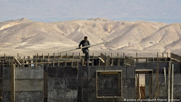 Строительство дома на Западном берегу реки Иордан (фото из архива)