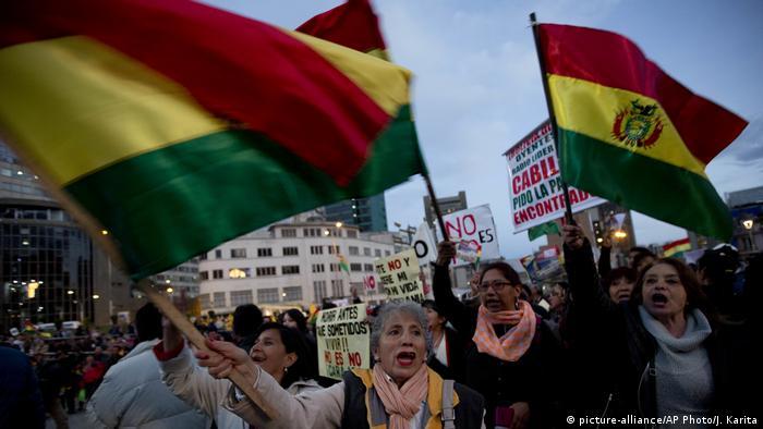 Protestas en Bolivia contra la decisión de Evo Morales de presentarse a un cuarto mandato. Octubre 2017 (picture-alliance/AP Photo/J. Karita)