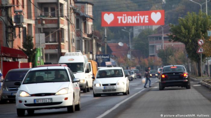 Erdoğan'ın 2017'deki ziyareti öncesinde Sırbistan'da Novi Pazar sokaklarından bir görüntü.