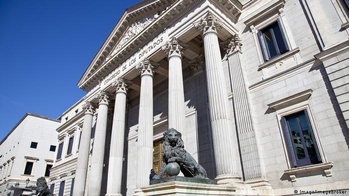 El secretario general de la OCDE, Ángel Gurría, afirma que única solución en Cataluña es simple y llanamente el apego a la ley y a la Constitución, y advierte que huída de empresas para, si para la incertidumbre. 18.10.2017