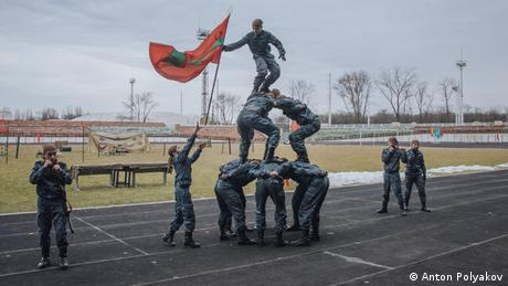 soldiers forming a living statue