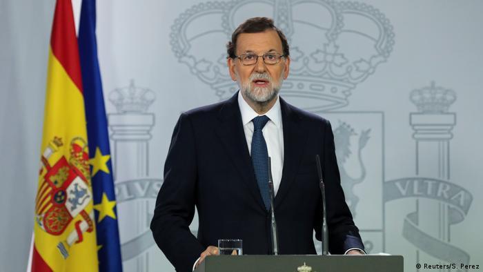 Mariano Rajoy next to Spanish flag (Reuters/S. Perez)