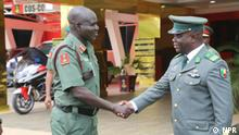 Benin Republic's Chief of Army Staff, Colonel Fructeux Gbaguidi and Nigeria army chief, General Tukur Yusuf Buratai Quelle: Nigeria Militär Presse NPR.