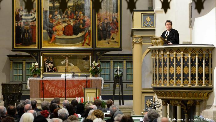Sanierte Stadtkirche in Wittenberg eingeweiht Landesbischöfin der Evangelischen Kirche in Mitteldeutschland (picture alliance/dpa/P.Endig)