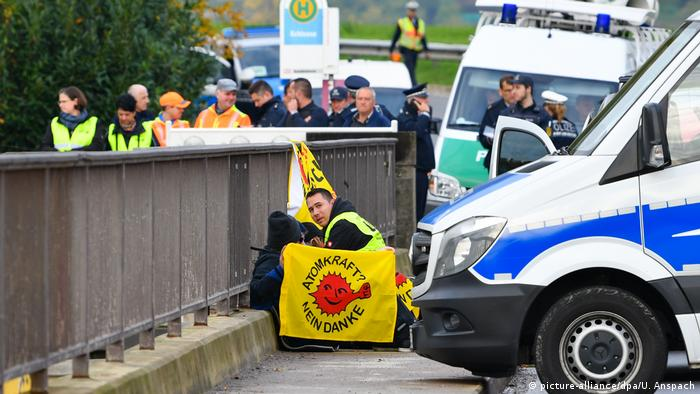 Protesters used heavy bicycle locks to chain themselves to a bridge above a sluice in Gündelsheim near Heilbronn.