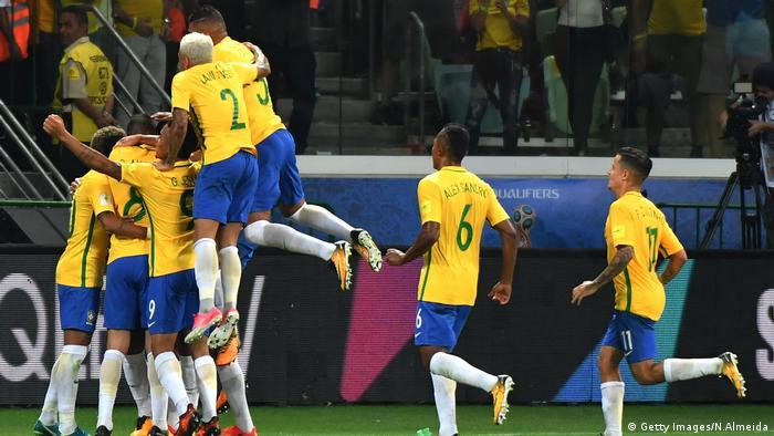Rodízio de braçadeira e goleiros, vagas abertas para grupo da Copa: Tite fomenta coletivismo e competitividade na Seleção