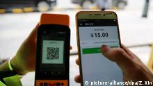 --FILE--A passenger uses his smartphone to scan a QR code via mobile payment service WeChat Pay of Tencent to pay for taxi fees in Zhangjiajie city, central China's Hunan province, 16 August 2017. China's third-party mobile payment market has continued rapid expansion as cashless transactions gained increasing popularity in the country. In the second quarter of 2017, third-party mobile payment transactions amounted to 23 trillion yuan (about 3.46 trillion U.S. dollars), up 22.5 percent from the previous quarter, according to a report by Beijing-based marketing consultancy firm Analysys International. The report attributed the robust growth to increasing e-commerce transactions and other financial trading. Products from China's two Internet giants, Alibaba and Tencent, maintained dominance in the industry, taking 92.8 percent of the market. Alipay, Alibaba's mobile payment service, led the market with a 53.7-percent share, followed by Tencent Finance, with a 39.1-percent share. According to figures released by China Internet Network Information Center, China had 724 million mobile phone users at the end of June 2017. More than 35 percent of them often make mobile payments while 31.8 percent still prefer using cash or credit cards. Foto: Zi Xin/Imaginechina/dpa  