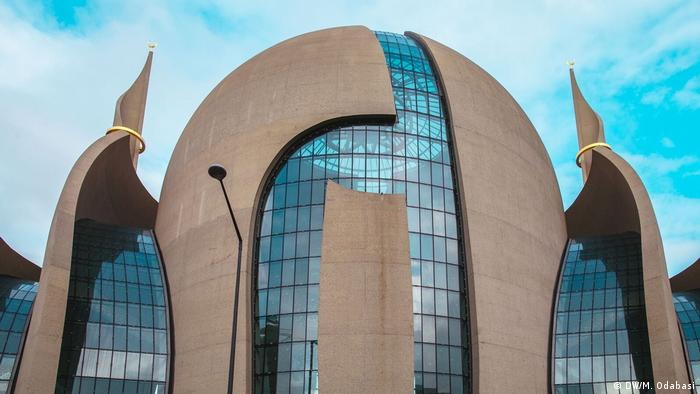 DITIB Zentralmoschee Köln-Ehrenfeld (DW/M. Odabasi)