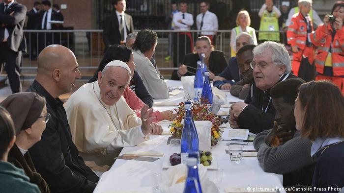 Papst Franziskus Mittagessen mit Armen in Bologna