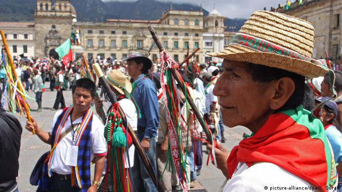 Indigene beim Kolumbus-Tag in Kolumbien (Foto: picture-alliance/dpa/C. Duran)