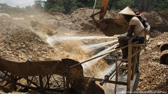 Ghana Goldmine (picture-alliance/dpa/ChinaFotoPress)
