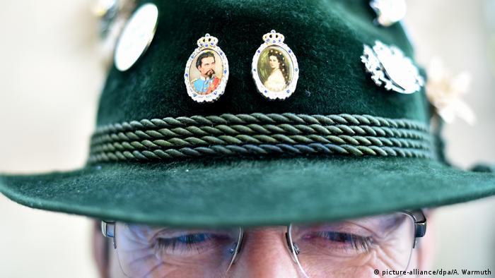 Шляпа с портретами Людвига II и Сисси