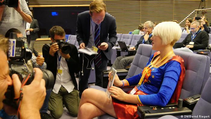 Madeleina Kay advocates for the British government to drop Brexit and remain in the EU. She told DW that the UK's departure from the bloc will be an unmitigated disaster.