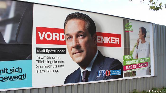 Österreich Wien - Wahlkampf: Spitzenkandidat der FPÖ Heiz-Christian Strache, Wahlslogan Vordenker statt Spätzünder