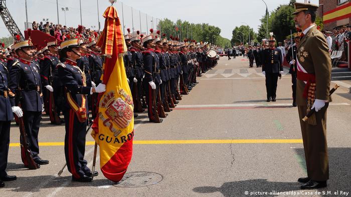 Militärparade beim spanischen Nationalfeiertag in Madrid (Foto: picture-alliance/dpa/Casa de S.M. el Rey)