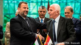 Οι διαπραγματευτές των Φατάχ και Χαμάς δίνουν τα χέρια στο Κάιρο