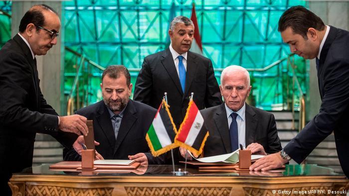 Representantes do Fatah e do Hamas assinam em Cairo acordo de reconciliação