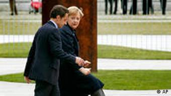 Bundeskanzlerin Angela Merkel, rechts, und der Präsident von Frankreich, Nicolas Sarkozy (FOTO: AP)