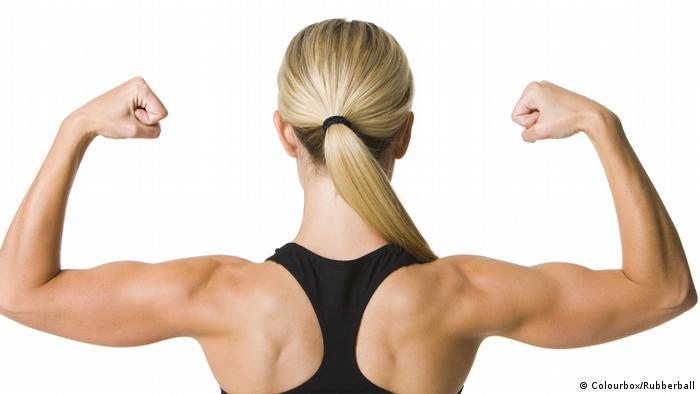 Женская мускулистая спина
