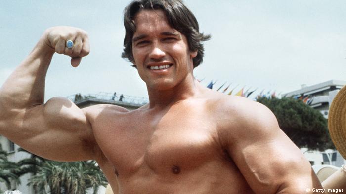 Arnold Schwarzenegger posing hald naked (Getty Images)