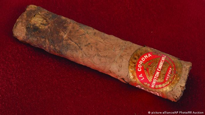 A cigar once smoked by British Prime Minister Winston Churchill (picture-alliance/AP Photo/RR Auction)