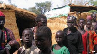 صحنههای روزمره در دارفور: آوارگان در صف دریافت غذا