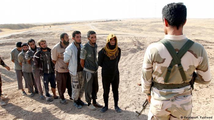 Irak Kirkuk Peschmerga-Kämpfer und IS-Gefangene