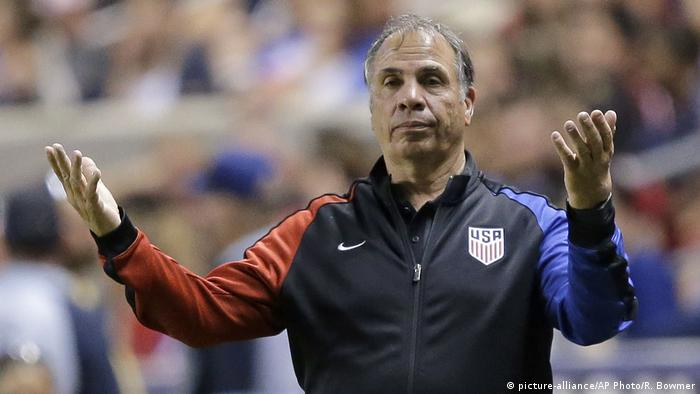 Fussball US-Trainer Bruce Arena (picture-alliance/AP Photo/R. Bowmer)