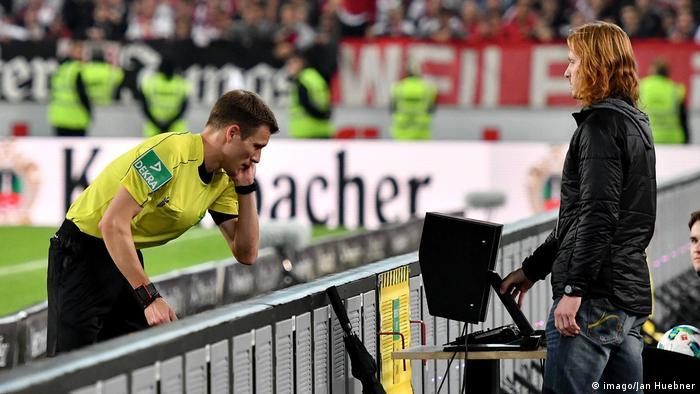 Deutschland VfB Stuttgart gegen 1. FC Köln | Schiedsrichter Sven Waschitzki (imago/Jan Huebner)