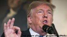 Donald Trump bei Statement zum Atomabkommen (picture alliance/Al Drago/CNP/AdMedia)
