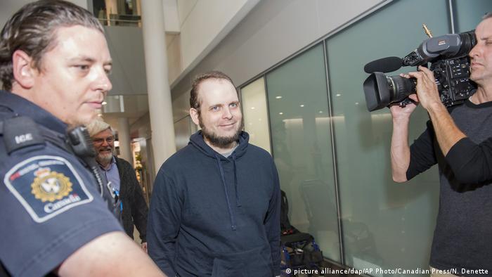 Australien Joshua Boyle kommt am International Airport in Toronto an (picture alliance/dap/AP Photo/Canadian Press/N. Denette)